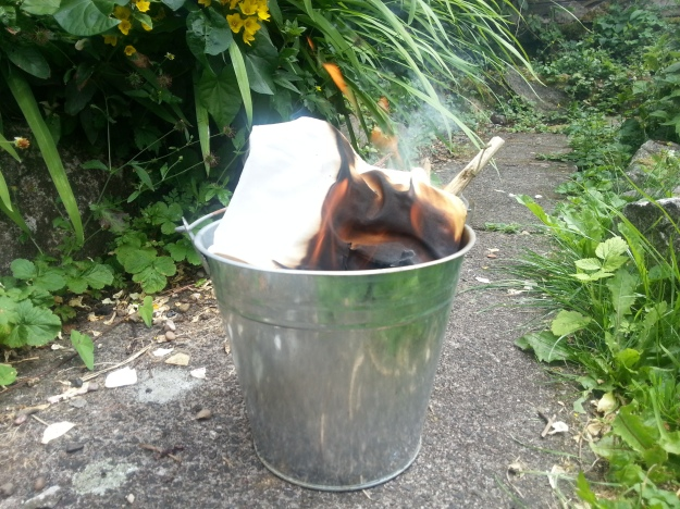 [image: a home made binder burning in a galvanised steel bucket]